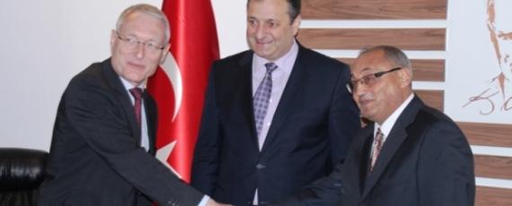 Dr. Christe-Zeyse, Prof. Dr. Cakir mit Polizeichef von Kayseri